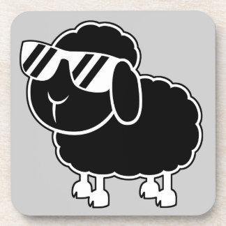 Niedlicher schwarze Schaf-Cartoon Untersetzer