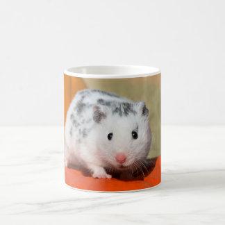 Niedlicher syrischer Hamster-weißes schwarzes Kaffeetasse