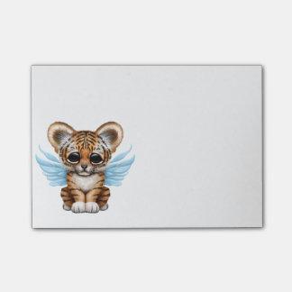 Niedlicher Tiger CUB mit feenhaften Flügeln auf Post-it Klebezettel