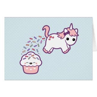 Niedlicher Unicorn mit kleinem Kuchen Grußkarte