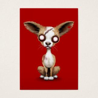 Niedlicher Zombiechihuahua-Welpen-Hund auf Rot Visitenkarte