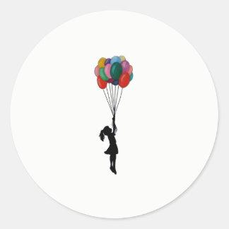 Niedliches Aufklebermädchen mit Ballonen Runder Aufkleber