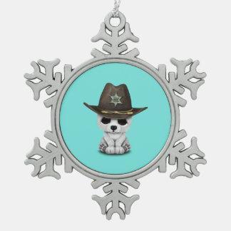 Niedliches Baby-polarer Bärenjungs-Sheriff Schneeflocken Zinn-Ornament