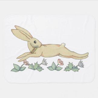 Niedliches entspringendes Kaninchen durch Tom Puckdecke