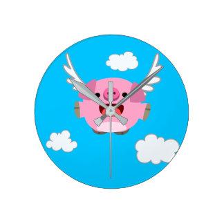 Niedliches Fliegen-Cartoon-Schwein Runde Wanduhr