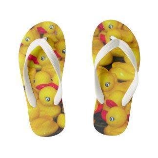 Niedliches gelbes Gummiduckies Muster Kinderbadesandalen