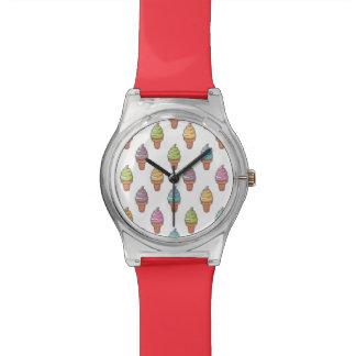 Niedliches illustriertes Muster Uhr