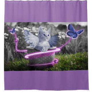 Niedliches Kätzchen mit blauen Schmetterlingen u. Duschvorhang