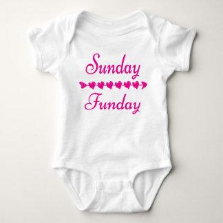 Niedliches lustiges rosa Herz Sonntags Funday Baby Strampler