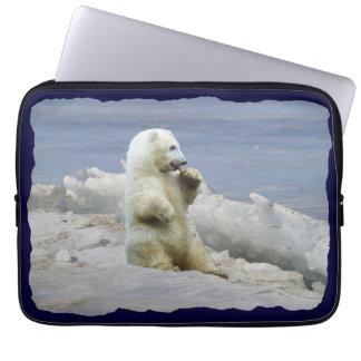 Niedliches polares Bärenjunges u. arktische Eis-La Laptopschutzhülle