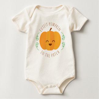 Niedlichster Kürbis im Baby-Bodysuit des Flecken-  Baby Strampler