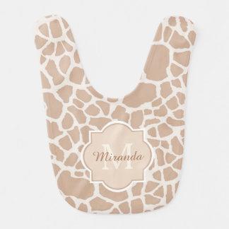 Nobles hellbraunes Giraffen-Druck-Monogramm und Babylätzchen
