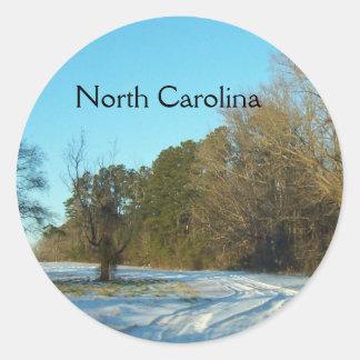 Nord-Carolina - hübsche ländliche Schnee-Szene Runder Aufkleber