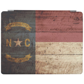 Nord-CarolinaStaats-Flagge auf altem hölzernem iPad Hülle