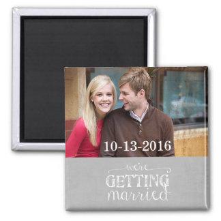 Nous obtenons l'aimant gris marié de photo magnet carré