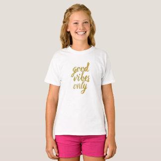 Nur gute Schwingungen (Mädchen-Slogan-Spitze) T-Shirt