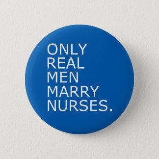 Nur wirkliche Männer heiraten Krankenschwestern Runder Button 5,7 Cm