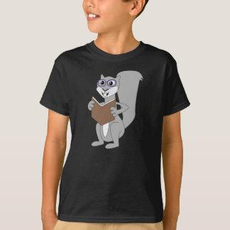 Nüsse über Buch-Eichhörnchen T-Shirt
