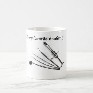 Odontólogo, Zahnarzt zerteilt Tasse
