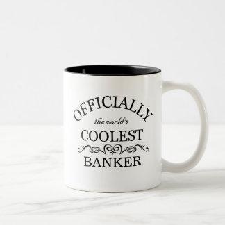Officiellement le banquier le plus frais du monde mug bicolore