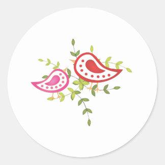 Oiseaux rouges et roses adhésifs ronds