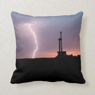 Ölfeld-Blitz-lila Sonnenaufgang Kissen