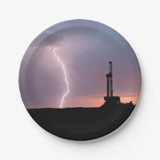 Ölfeld-Blitz-lila Sonnenaufgang Pappteller