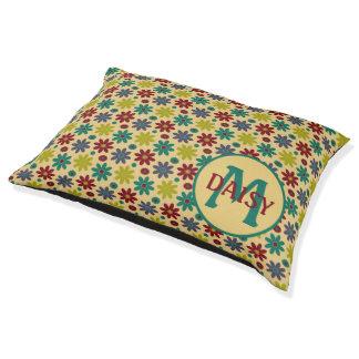 Oma-Blumen auf kakifarbigem Monogramm Haustierbett