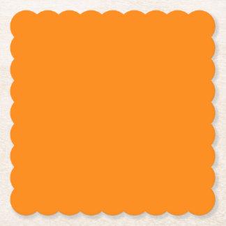 Orange ausgebogter quadratisches untersetzer