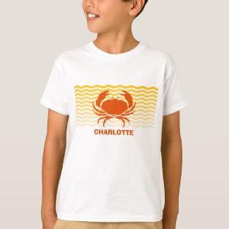 Orange Krabbe des Spaßes auf der sandigen Küste T-Shirt