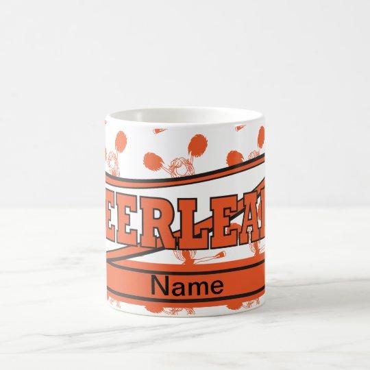 Orange personifizieren Cheerleader-Mädchen Kaffeetasse