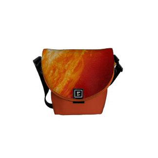 Orange Sonneneruption, die Sun-Bote-Tasche brennt Kurier Taschen