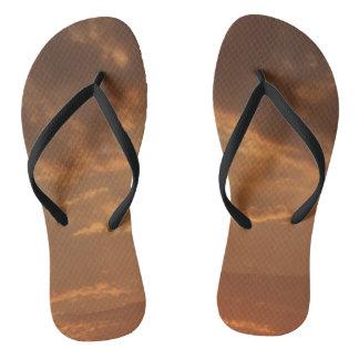 Orange Sonnenuntergang drehen Reinfall-Schuhe um Flip Flops