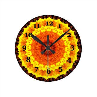 Orange und gelbes Kaleidoskop Runde Wanduhr