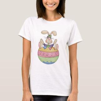 Osterhase in einem Ei-T - Shirt