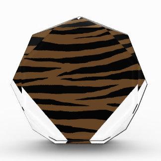 Otter-Brown-Tiger Handhabung am Boden Acryl Auszeichnung