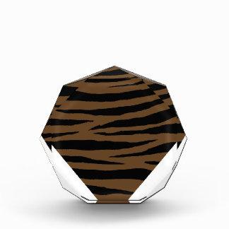 Otter-Brown-Tiger Handhabung am Boden Auszeichnung