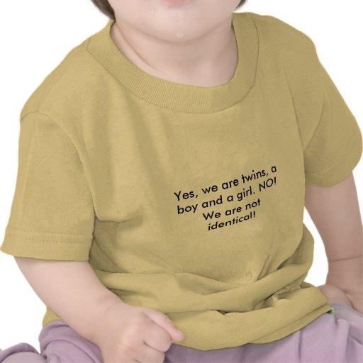 Oui, nous sommes des jumeaux, un garçon et une fil t-shirts