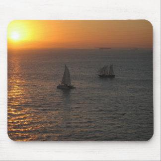 Ozean mit Booten am Sonnenuntergang Mauspads