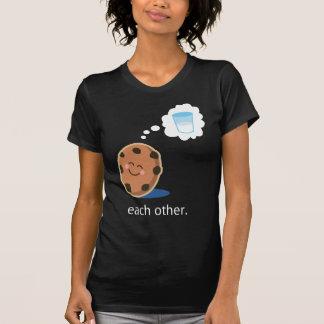 Paar-niedliche Milch und Plätzchen sie T-Shirt