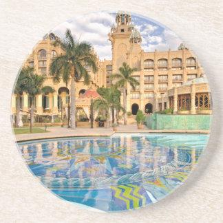 Palast des verlorenen Stadt-Hotels und des Sandstein Untersetzer