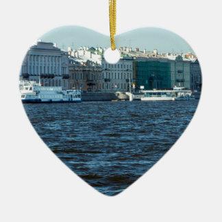 Paläste auf neva Fluss St Petersburg Russland Keramik Herz-Ornament