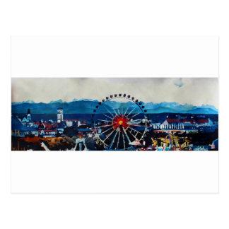 Panorama Münchens Oktoberfest mit Alpen und Postkarte