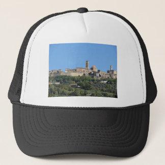 Panorama von Volterra Dorf. Toskana, Italien Truckerkappe