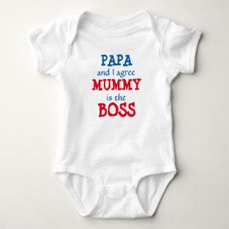 Papa und ich stimmen… zu Mama ist der CHEF! Baby Strampler