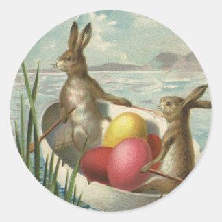Pâques vintage, lapins victoriens dans le bateau sticker rond