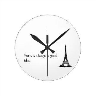 Paris ist immer eine gute Idee Runde Wanduhr