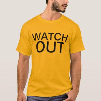 passen Sie heraus auf T-Shirt