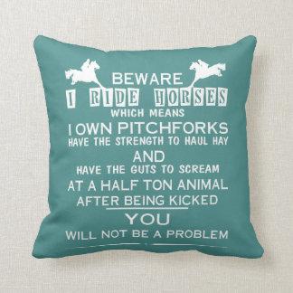 Passen Sie mich reiten Pferde auf Kissen