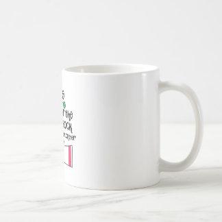 Passen Sie Socken-Monster auf Kaffeetasse